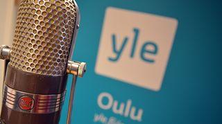 Mikrofoni ja Yle Oulun logo