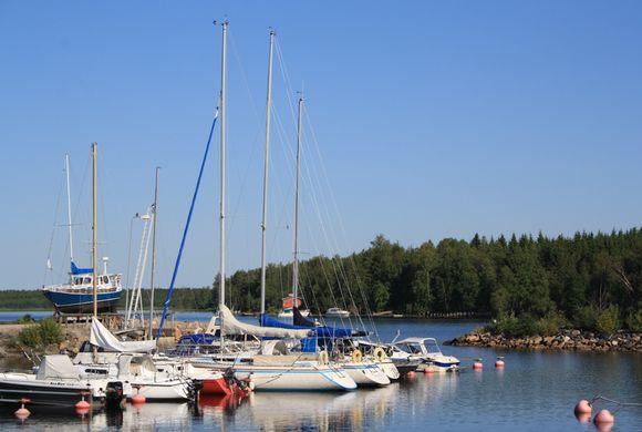 Varjakan vierasvenesatama Oulunsalossa.
