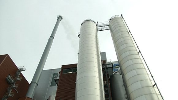 Video: Oulun jätteenpolttolaitoksen kattiloita ja savupiippu.