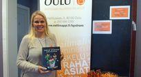 Ossaakko nää asua? -tapahtumassa annettiin tietoa vuokralaisen oikeuksista ja velvollisuuksista. Kuvassa Byströmin nuorten palveluiden koordinaattori Jutta Pernu-Määttä.
