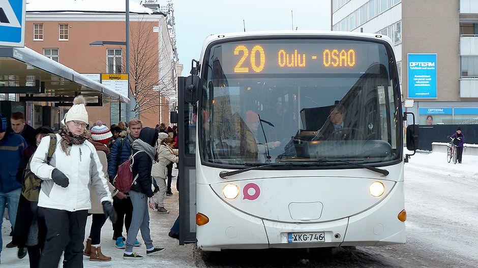 Kipakka keli ei ole hyydyttänyt pohjoisen busseja – huoltohalleissa on vilskettä | Yle Uutiset ...