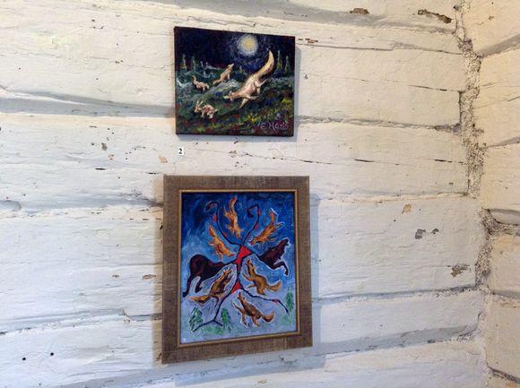 Taitelija Erkki Halvarin susi-aiheisia maalauksia.