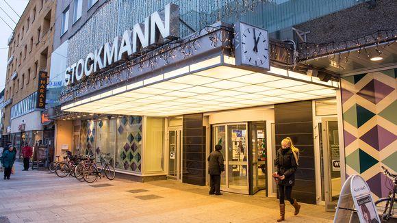 Stockmann-tavaratalo Oulun Rotuaarilla.