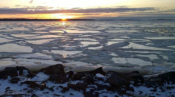 Jäätynyt Perämeri Oulun Kiviniemessä 27122015.