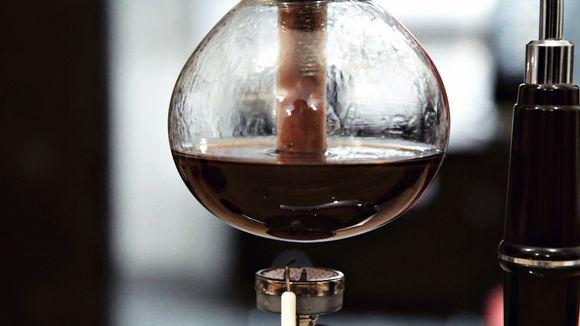 Video: Kahvi valmistuu syphon-keittimessä.