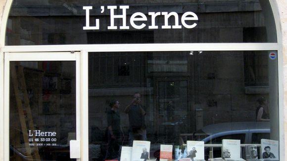 Kirjakaupan ikkuna Pariisissa