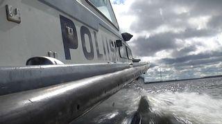 Poliisivene liikkeellä Vaasan edustalla.