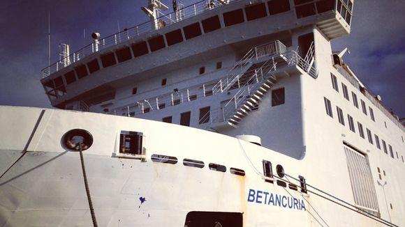 Betancuria-alus muuntuu Wasa Express -alukseksi.