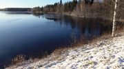 Uusi lumipeite Ouluveden rannalla.
