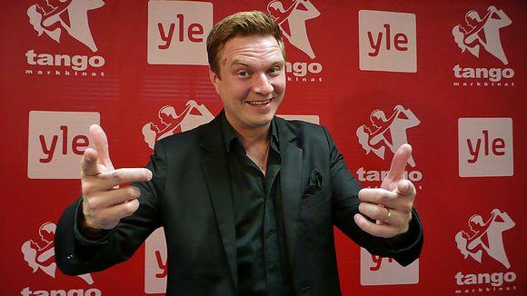 Jukka Hallikainen isännöi tangolaulukilpailun esikarsintakiertuetta