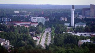 Kesäinen näkymä Seinäjoen ydinkeskustan kortteleihin Jouppilanvuorelta.