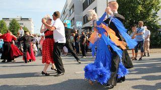 Tanssijoita kadulla.
