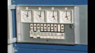 Ylen Elävässa Arkistossa kerrotaan kesäajan käyttöön ottamisesta Suomessa vuonna 1981. Myös Yleisradion kellot säädettiin uuteen aikaan.