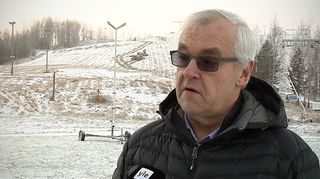 Martti Kivisaari uskoo lumetuksen pian käynnistyvän Joupiskan rinteillä.
