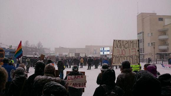 Rajat kiinni- ja Ei rasismia minun nimissäni -mielenosoitukset Seinäjoella.