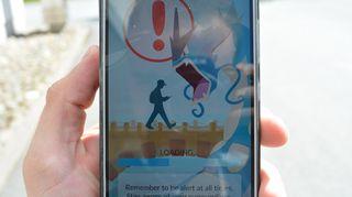 Pokemon Go -peli muistuttaa pelaajaa olemaan valppaana