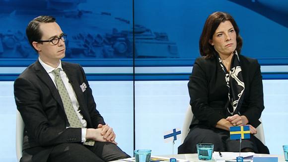 Video: Suomen puolustusministeri Carl Haglund ja Ruotsin puolustusministeri Karin Enström.