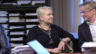SDP:n kansanedustajat Suna Kymäläinen ja Mikael Jungner lakivaliokunnan kokouksessa eduskunnassa.