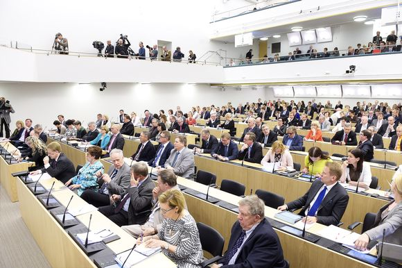 Eduskunta istuntosalissa Sibelius-Akatemian tiloissa Helsingissä 2. kesäkuuta.