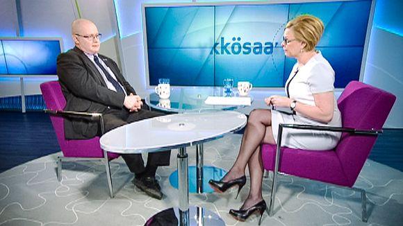 Työ- ja oikeusministeri Jari Lindström Ykkösaamussa lauantaina 27. helmikuuta.
