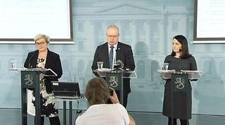 Anu Vehviläinen, Jari Lindström ja Sanni Grahn-Laasonen.
