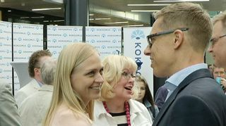 Kokoomuksen puheenjohtajakisan ehdokkaat Elina Lepomäki ja Alexander Stubb kampanjoivat perjantaina Oulussa.
