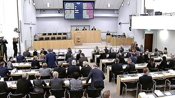 Opposition välikysymys kaatui eduskunnassa äänin 103–63.