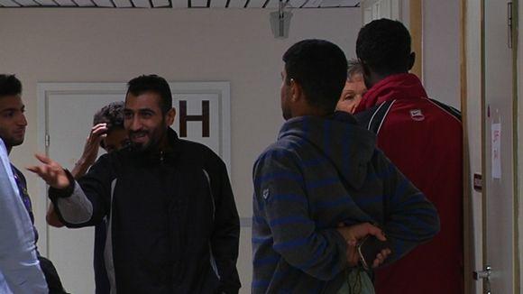 Turvapaikanhakijoita Satalinnan sairaalaan perustetussa SPR:n vastaanottokeskuksessa Harjavallassa 8.9.2015.