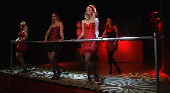 Ulvilan teatterin Sweet Chariot näytelmässä on näyttäviä tanssiesityksiä.