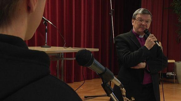 Piispa Kaarlo Kalliala koulussa