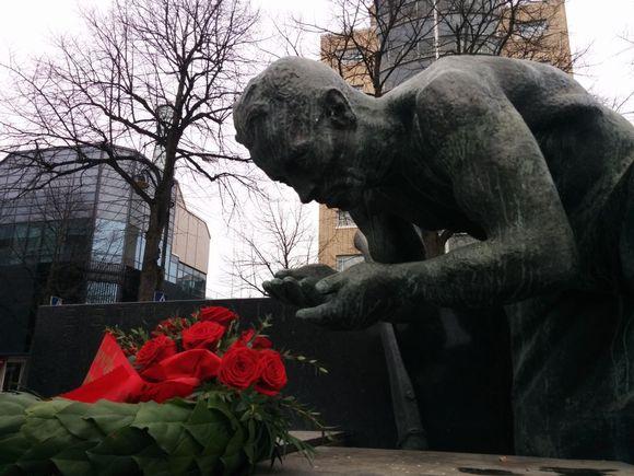 Eetu Salinin patsas Porissa.