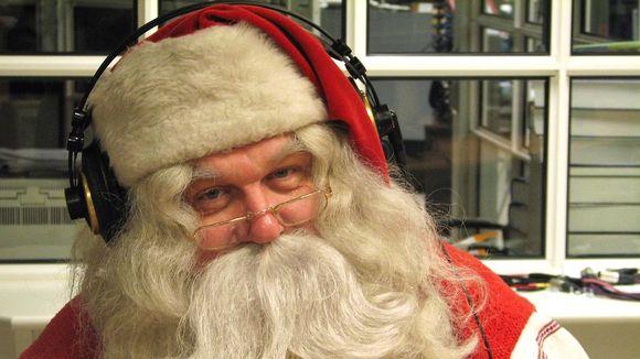 Joulupukki Lapin Radion studiossa