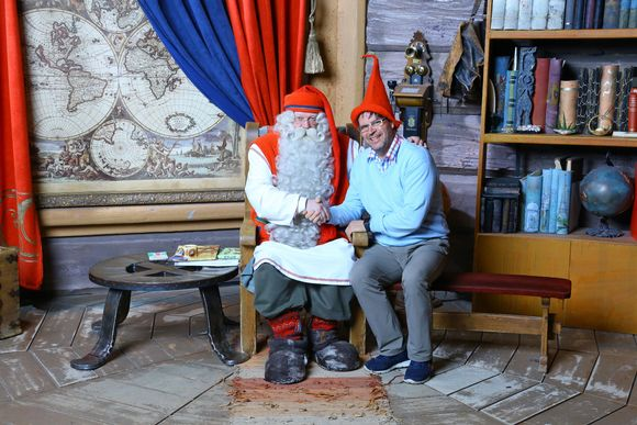 Joulupukki ja Lapin Safarien toimitusjohtaja Jyrki Niva