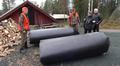 Juha Mustosen ja Saaren Erän hirviputkia tutkitaan Rovaniemellä. Kuvassa Matti Vaara, Erkki Jäntti, Raimo Torikka ja Juha Mustonen.
