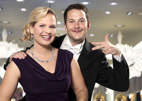 Linnan jatkoja 2012 juontavat Krista Taubert ja Jaakko Loikkanen.