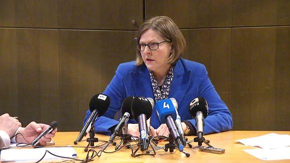 Valtion omistajaohjauksesta vastaava ministeri Heidi Hautala pitämässä lentoyhtiö Finnairiin liittyvää tiedotustilaisuutta.