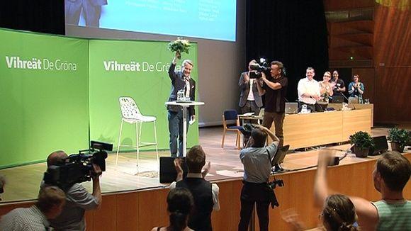 Pekka Haavisto vihreiden puoluekokouksen lavalla sen jälkeen, kun hänet oli valittu puolueen presidenttiehdokkaaksi.