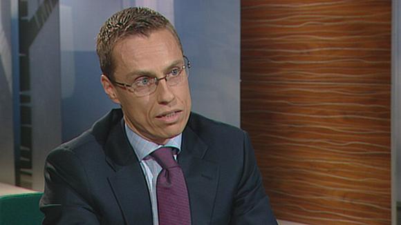 Video: Ulkoministeri  Alexander Stubb tv-studiossa Ylen Ykkösaamu-lähetyksessä.