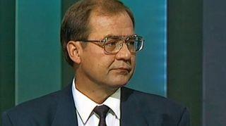 Video: Iiro Viinanen A-Studion ohjelmassa lama-ajan rautanyrkki vuonna 1992.
