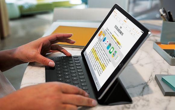 Applen työntekijä esitteli iPad Pro -taulutietokonetta lehdistötilaisuudessa Kaliforniassa maanantaina.
