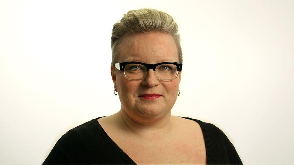 Toimittaja Mari Siltanen 0400 833 887 mari.siltanen@yle.fi, Twitter: @MariSiltanen · Anna Siren - Siltanen_Mari_netti_valkea