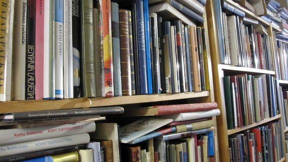 Täysi kirjahylly
