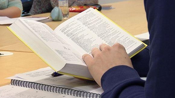 Venäjän sanakirja opiskelijan kädessä