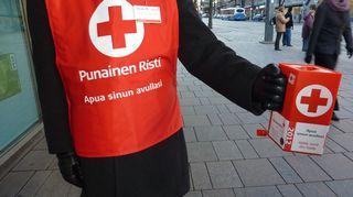 SPR:n lipaskerääjä Tampereen Hämeenkadulla