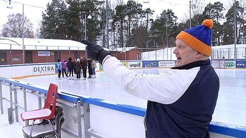 Video: Ilkka A. Jokinen näyttää Koulukadun kentällä mitä ylämummo tarkoittaa.