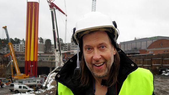 Jan-Erik Andersson ja suunnittelemansa piippu