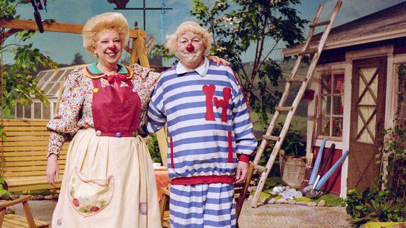 Sirkuspelle Hermanni Äitiliininsä kanssa