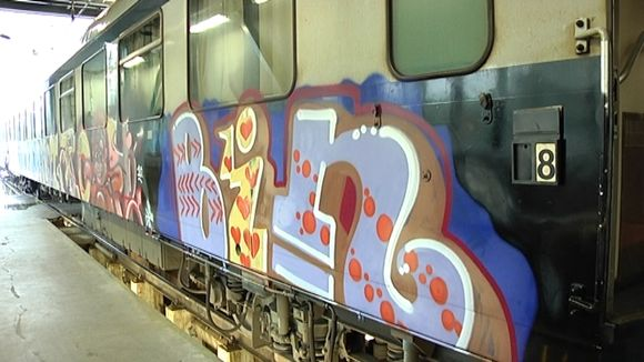 töhry junan kyljessä