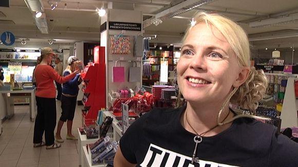 Heli Laaksonen pursuilee kolumneja | Yle Uutiset | yle.fi