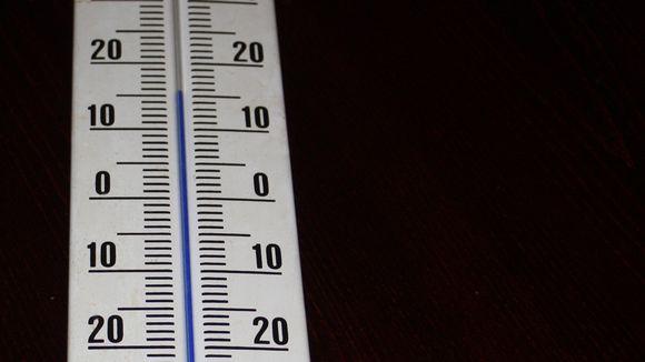 Lämpömittari jossa 15 astetta.